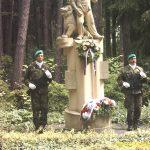 Ozdobený pomník rumburským hrdinům